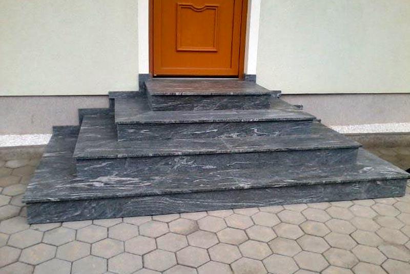 Obkladanie vonkajších schodov